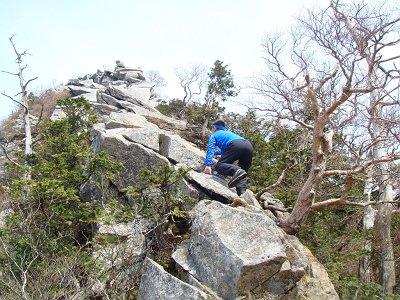登山好人さんは直登したが、実は途中でトラロープがあったので間違いだったと思って迂回