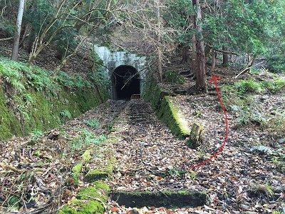 五号トンネル。ここも通行不可なので右に巻く