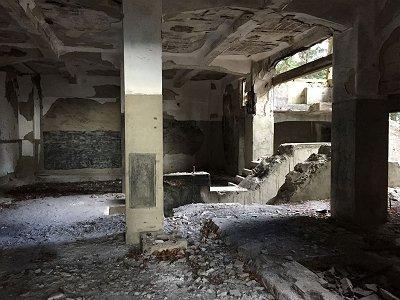 駅廃墟地下