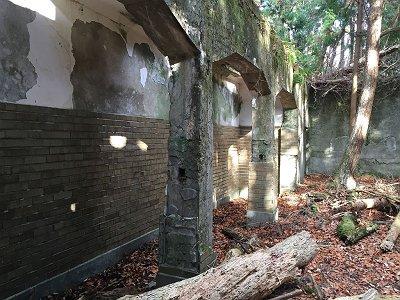 これが愛宕山ホテル?の廃墟