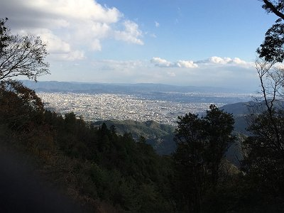途中、崩壊してて南側の展望が開けた場所があり京都市街が一望できた。前きたときこんなのなかったと思うが・・・