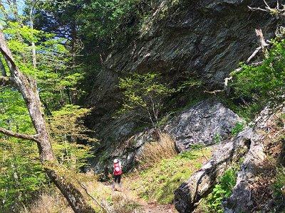 トラバースになり突如と現れるド迫力の岩