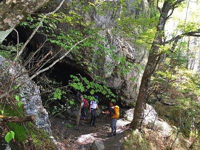 朝日窟は涼しい洞窟だった