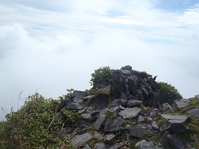 槍ヶ峰頂上。すみません、この後、ここへのルートがちょい崩れたらしいです