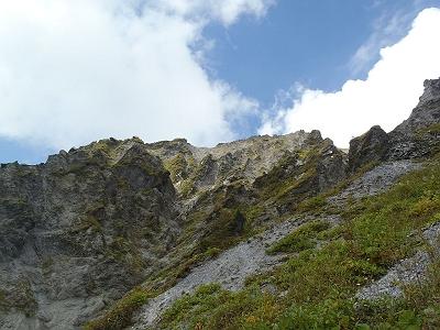 槍ヶ峰からいよいよ下山。稜線を振り返る