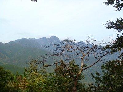 ピークでは大普賢岳がよく見える