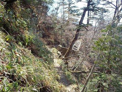 稲村小屋の手前くらいで倒れた橋もあった