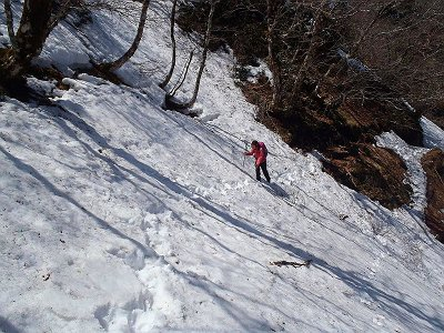 山頂直下あたりのまたトラバース地点。そこまで危険ではなかったが、やはり慎重にいく