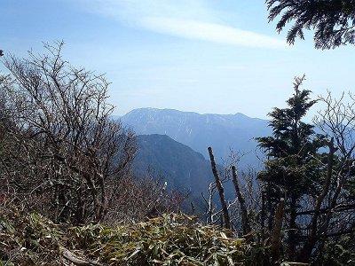 大日山頂からの弥山・八経ヶ岳方面の展望