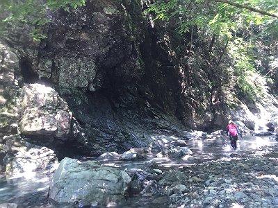 巨大な岩とS嬢を撮影したり