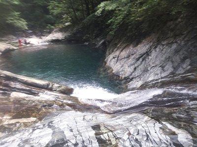 赤鍋滝の上部にきました。ここは向かって右側から一気にスライダーしましたが最高でした!!