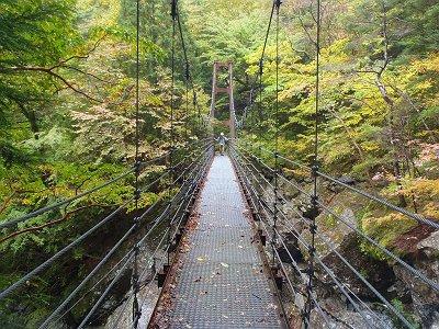 一の滝横にある吊橋。ちょいゆれる。