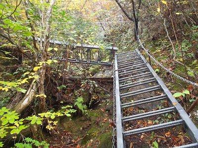 梯子のはしご!?でわたっていく