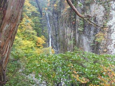 仙人嵓のテラスに到着。双門滝を見る