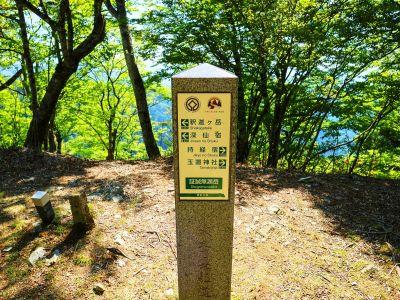 ここもスルーして先を急ぐ。とりあえず最初の目的地である涅槃岳まで一気に行く