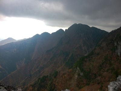 大普賢岳は相変わらずの天気。青空出ないのね