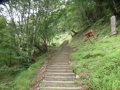 洞辻茶屋からは急坂の階段続き