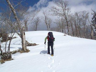 雪は重いし深いしラッセル状態