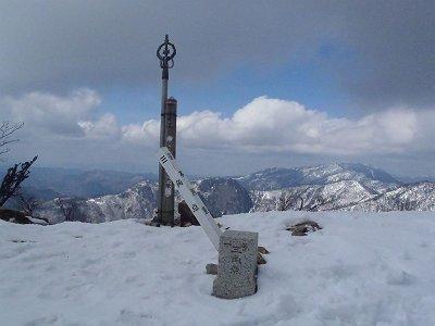 釈迦ヶ岳(1799m)山頂に到着