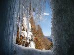 氷柱の中に入る