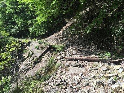 林道はところどころ崩壊しているけどMT自転車でなんとかならなかったものか!?