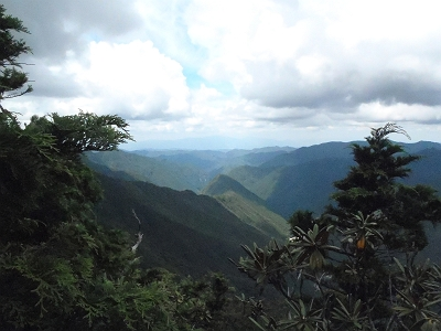 金剛山と葛城山が見える