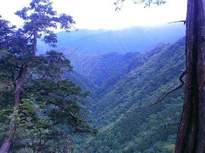 あの谷から登ってきたと思うとかなり高くなってきた