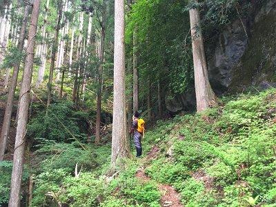 大峰らしい激しい岩。<br>しかしだ、とてもガスってそうにないなぁ~