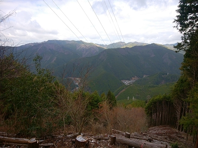 結構高いところまで登ってきたものだと思いながら下界の景色を眺める