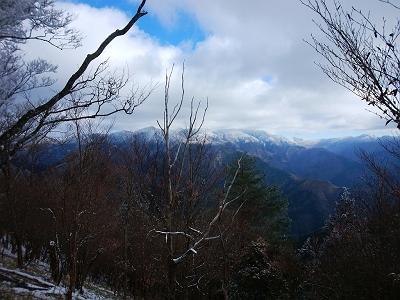 天和山のピークの手間ぐらいから大峰山脈の眺望が見え始めた