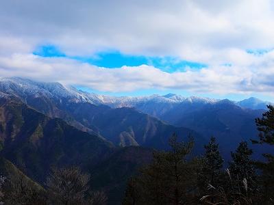 南側の眺望に青空がではじめてきた。快晴も素晴らしいかもしれないけど、雲があっても絵になる