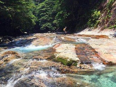 2段10Mの滝の上部はナメ地帯